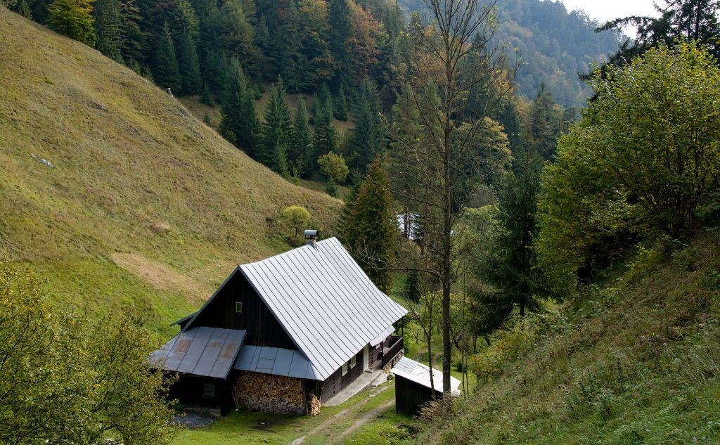 Prašnica-chalupa-a-dolina