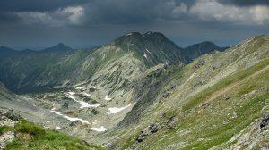 Sivý-vrch-pohled-ze-sedla-mezi-Spálenou-a-Pacholou-galerie-300x168