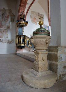 Pribylina-skanzen-kostel-křtitelnice-FG-215x300